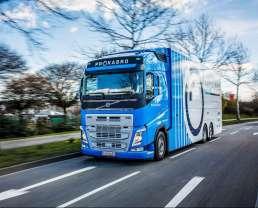 Fahrzeugtransporter für den Motorsport MST 100